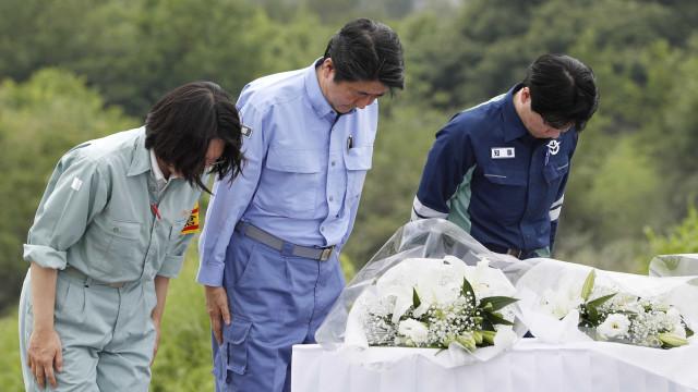 Premiê visita região afetada por chuvas no Japão