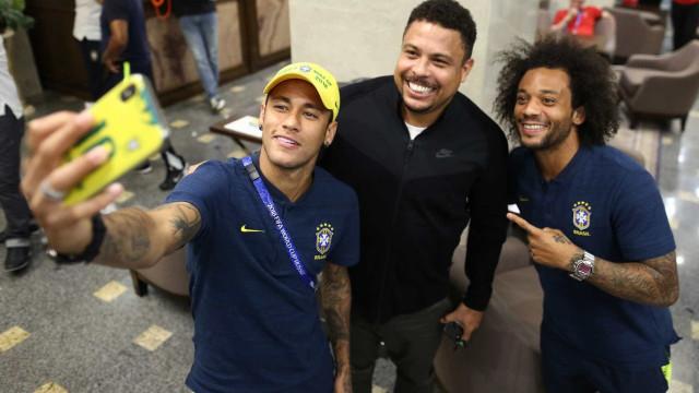 Ronaldo visita seleção brasileira e pede 'tranquilidade' na estreia