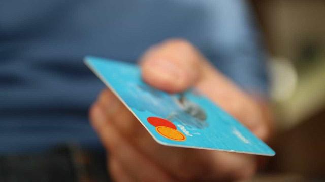 Casas de câmbio aceitam cartão de crédito para compra de moedas