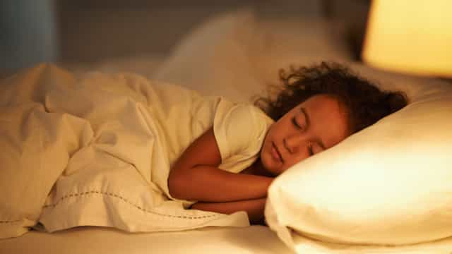 6 dicas para manter a rotina do sono das crianças nas férias