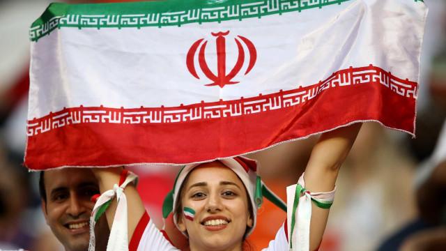 Iranianas poderão ver jogos de futebol em estádios