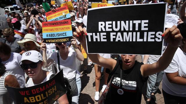 Governo Trump calcula ter separado 2.654 crianças imigrantes dos pais