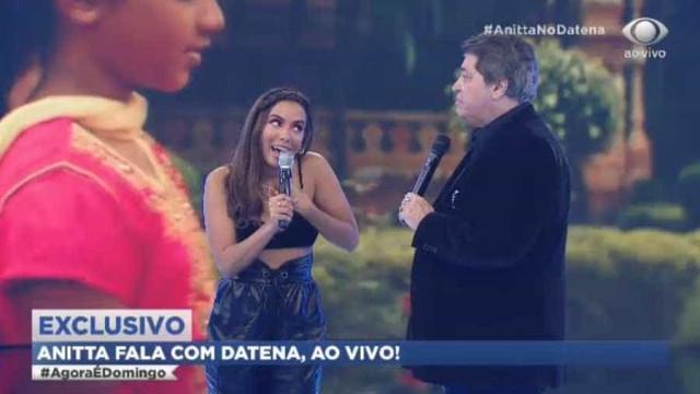 De surpresa, Datena pede novo hit de Anitta e cantora se esquiva