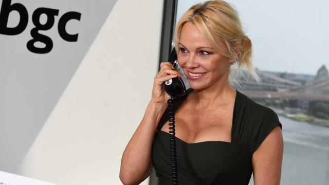 Pamela Anderson fala sobre sexo grupal
