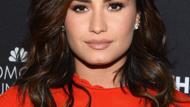 Demi Lovato foi encontrada inconsciente e deve ir para reabilitação