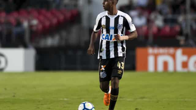 Fixado com camisa 9 do Santos, Rodrygo cita tristeza por saída de Jair