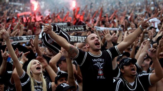 Corinthians descarta outro zagueiro e quer substituto para Rodriguinho