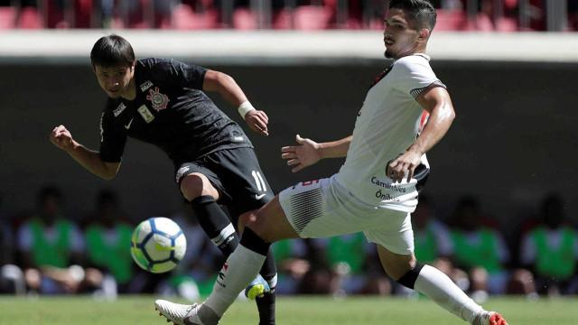 Romero comemora hat-trick pelo Corinthians e supera Ronaldo