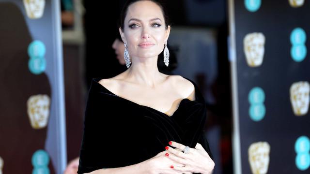 Angelina alega que Brad Pitt não está pagando toda pensão dos filhos
