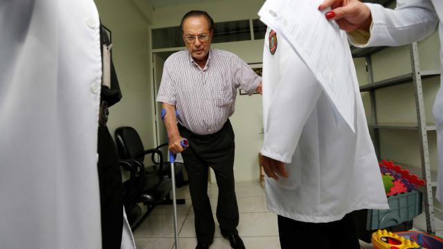 Prisão domiliciar: Maluf quebra regra e liga por engano para jornalista