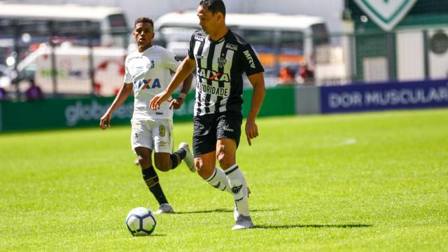 Ex-Santos, Ricardo Oliveira marca e Cuca completa 4 jogos sem vencer
