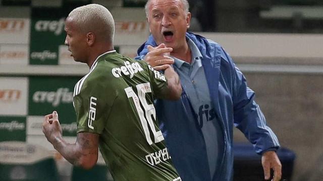 Felipão é reverenciado em volta ao Palestra e tem Deyverson como xodó