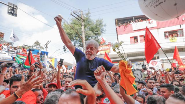Com R$ 360 mil em doações, Lula lidera ranking de vaquinha virtual