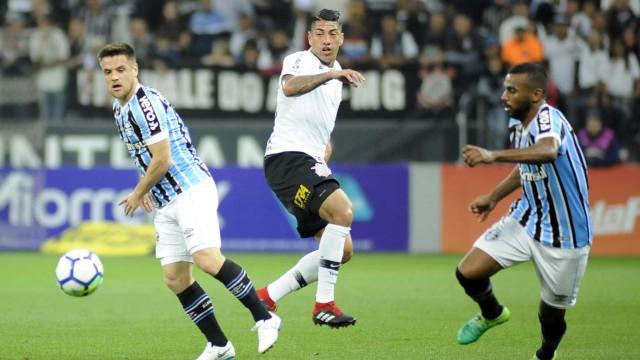 Grêmio derrota Corinthians em São Paulo e sobe para 3º no Brasileirão