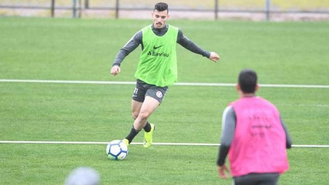 Inter dá oportunidade a jovens e encara Bahia repleto de opções novas
