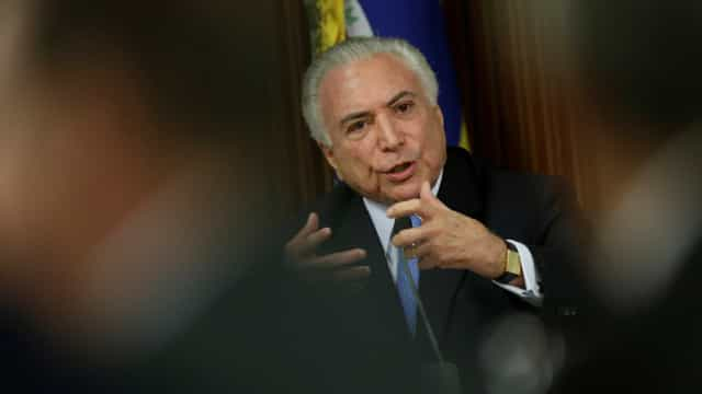 Fora da agenda, Temer discute aumento salarial com ministros do STF