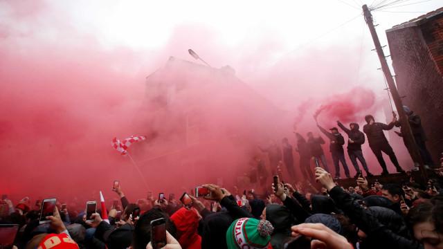 Torcedor da Roma pega 2 anos de prisão por briga em Liverpool