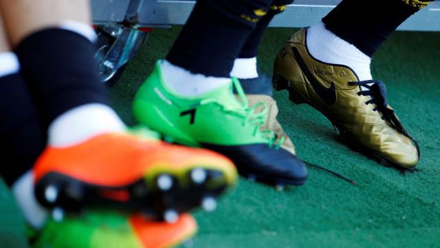 Transferências de jogadores brasileiros geram quase R$ 1 bi em negócios