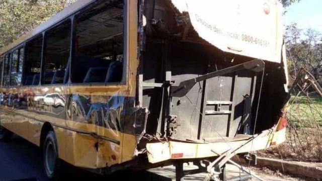 Acidente de ônibus escolar e trem deixa crianças feridas em BH