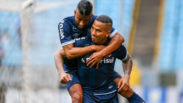 Grêmio goleia Botafogo e volta a vencer após duas rodadas no Brasileiro