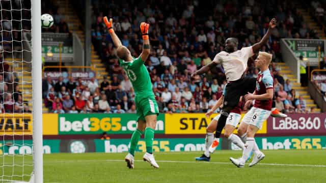 Lukaku brilha e United vence Burnley; Watford bate Spurs e segue 100%
