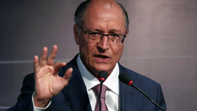 Alckmin crítica PT por 'esconder' candidato: 'Enganação vergonhosa'