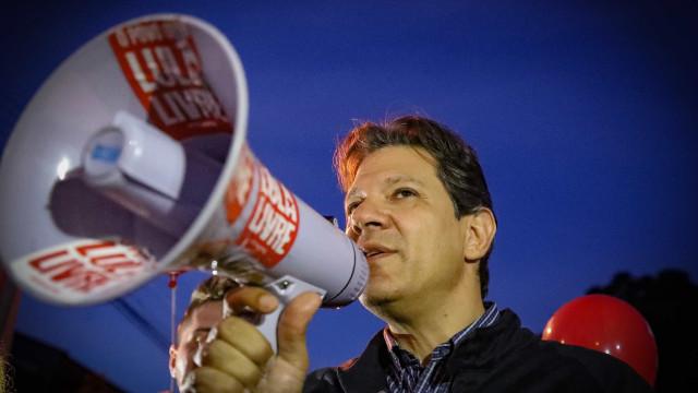 A bola está com o Supremo, diz Haddad sobre assumir a vaga de Lula