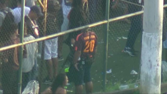 Imagens flagram homens armados em baile funk no Complexo da Maré