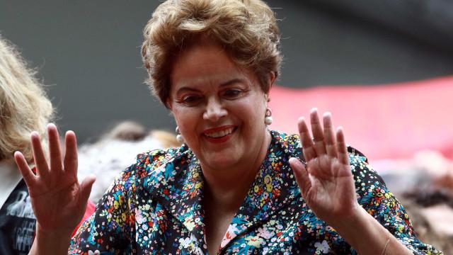 Em evento de campanha, Dilma erra nome de ex-BBB candidata três vezes