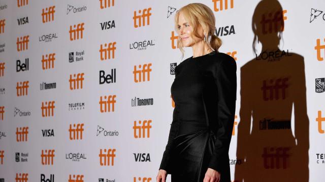 Ofendida com pergunta, Nicole Kidman vira as costas a jornalistas