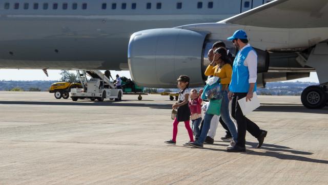 Mais de 200 venezuelanos são transferidos de Roraima para o Sul