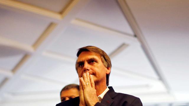 O velho é forte como um cavalo, diz filho de Bolsonaro