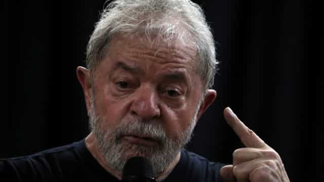 Faça um curso sobre humanismo, diz Lula a Mourão