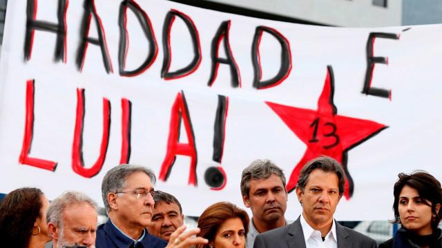 'Votar em Haddad é votar em Lula', diz carta de Lula lida em rádio