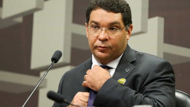 Pobre não usa gasolina para imposto ser revisto, diz secretário