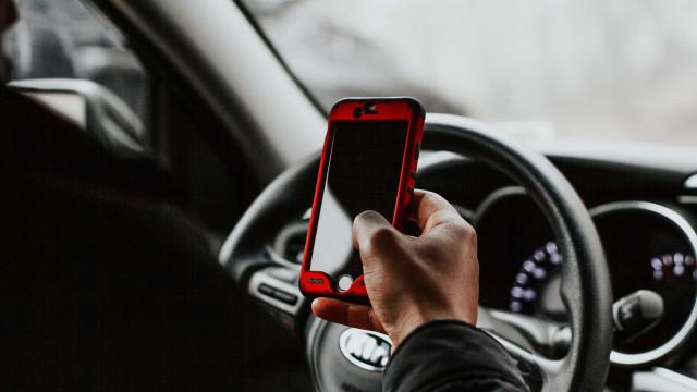 Multas por uso de celular ao volante crescem33%em 2018