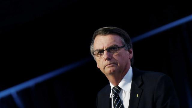 Mulher de Bolsonaro diz que ele segue estável, com dores e náuseas