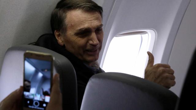 Bolsonaro é chamado de 'lixo' e 'fascista' durante voo para o Rio; veja