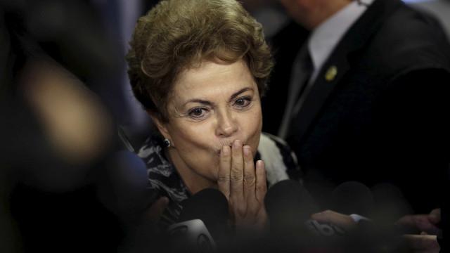 Dilma é líder isolada, mas cai vantagem em disputa pelo Senado em MG