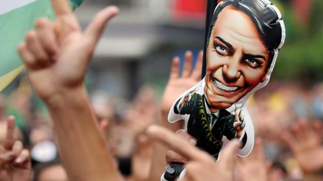 Ação de fabricante de armas salta com aposta de investidor em Bolsonaro
