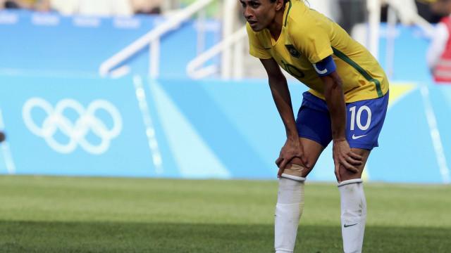 Marta sai lesionada e seleção perde amistoso para a Inglaterra