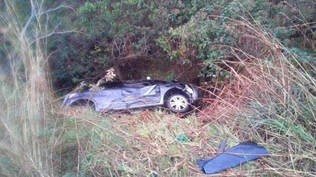 Menino pede ajuda em estrada dois dias após família morrer em acidente