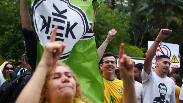 Saiba o que significa a bandeira usada no protesto deste domingo em SP