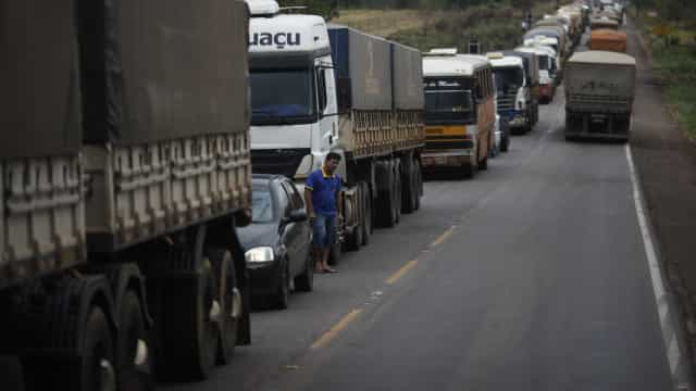 57% das estradas estão em situação regular, ruim ou péssima, diz CNT
