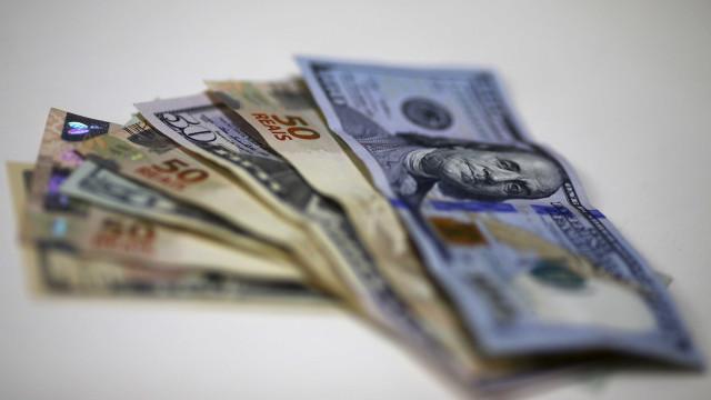 Dólar fecha em queda, cotado a R$ 4,12
