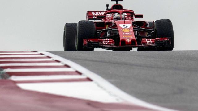Vettel perde 3 posições no grid do GP dos EUA; Hamilton lidera treinos