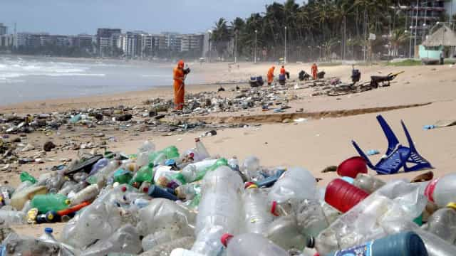 ONU convida para limpeza de praias e ensina a organizar mutirão