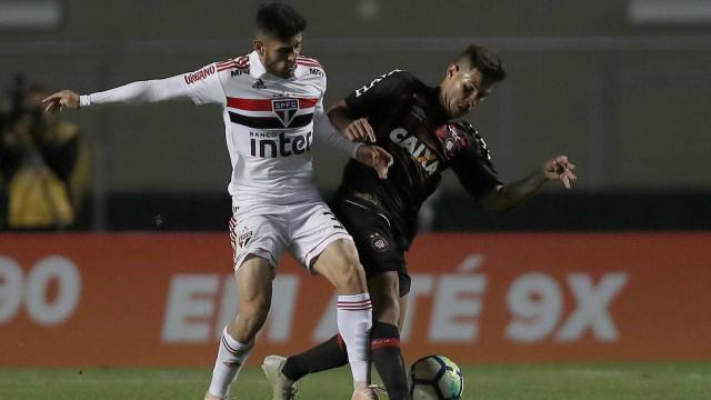 São Paulo empata com Atlético-PR e chega a 6 jogos sem vencer