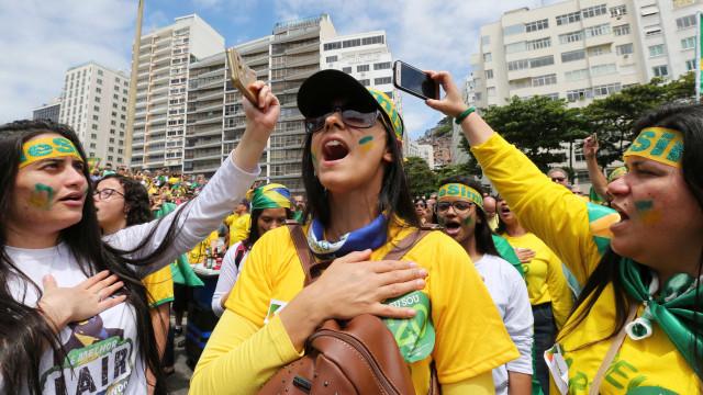 Eleitores de Bolsonaro ironizam suspeita de irregularidade em eleição