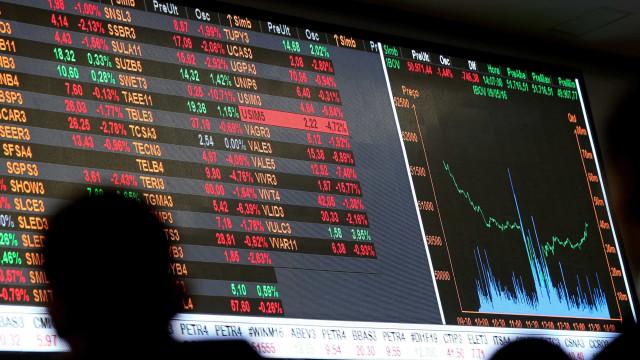 Pânico se espalha por mercados e leva dólar a R$ 3,74